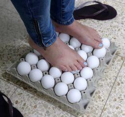 עמידה על ביצים