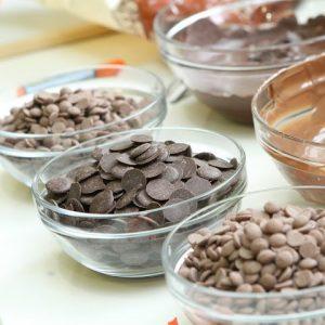 שוקולדים בקערה